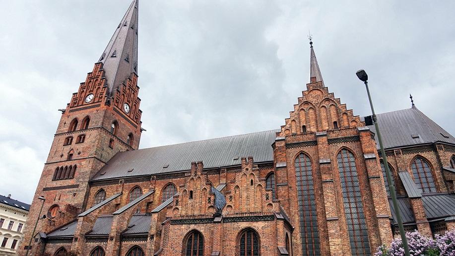 Billede foran Sankt Petri kirken i Malmø