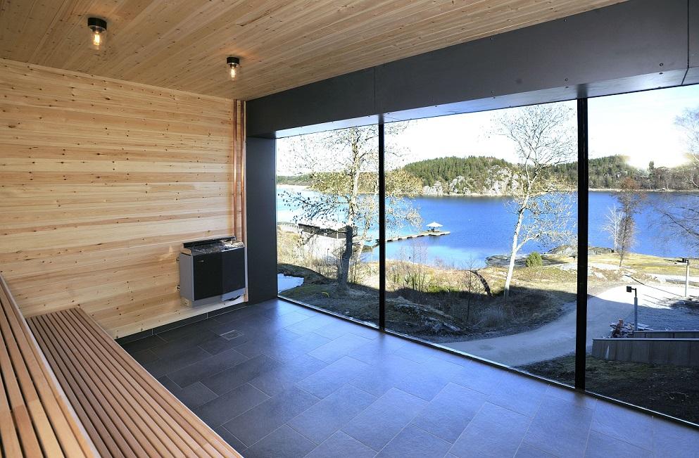 udsigt fra saunaen på vann over gullmarsfjorden