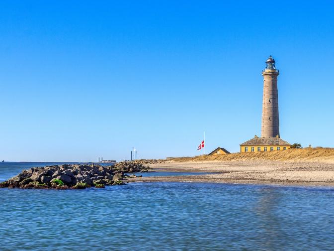 fyrtårn i skagen med udsigt over havet