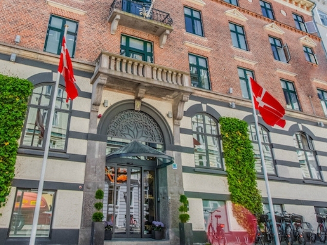 facaden på Hotel Hebron