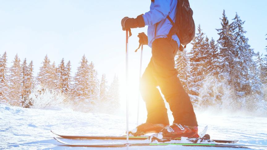 skiløb i solnedgang