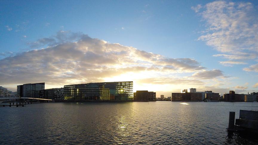 Kalvebod Brygge i København i solnedgang
